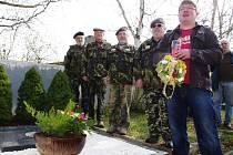 Milovníci piva Březňák se sešli u pomníku Victora Cibicha.
