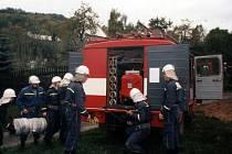 Ryjická výjezdová jednotka se připravuje k zásahu.