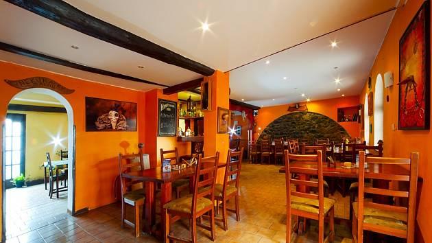 """Majitel nově otevřené restaurace Habrovická bašta Milan Kureš říká: """"Je málo podniků, kde si vychutnáte jídlo bez zápachu cigaret, vezmete s sebou i děti a nenačichnete."""""""