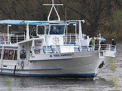 Lodní dopravu na Labi zajišťuje také loď Porta Bohemica.