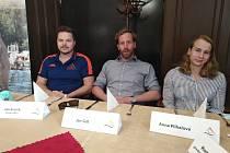 Trio nových posil Ústecké akademie plaveckých sportů. Profesionální trenér Jan Kreník, motýlkář Jan Šefl a prsařka Anna Plíhalová.