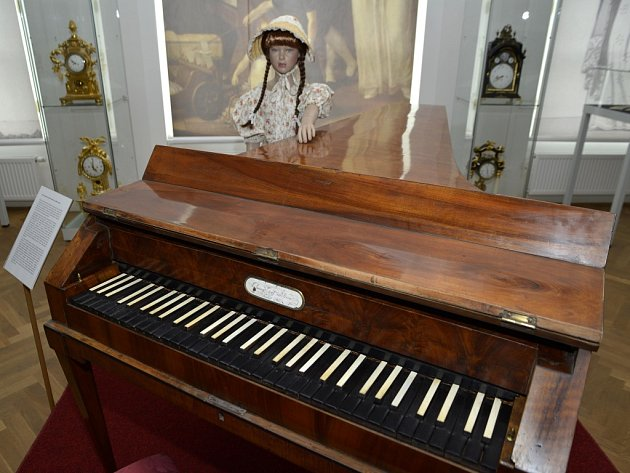 Nejstarší piáno na světě jako součást napoleonské výstavy. Tím se může pochlubit ústecké muzeum.