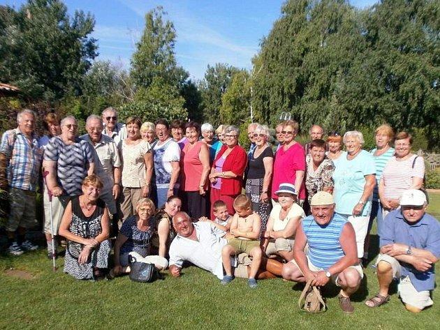 Účastníci zájezdu ve Velkém Mederu na Slovensku.