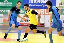 Futsal 2. liga - Rapid Ústí n/L (žlutočerní) porazil Chotěboř (modročerní) 8:5. Mosna Guirelli Guilherme alias Sorocaba, nová brazilská posila Rapidu