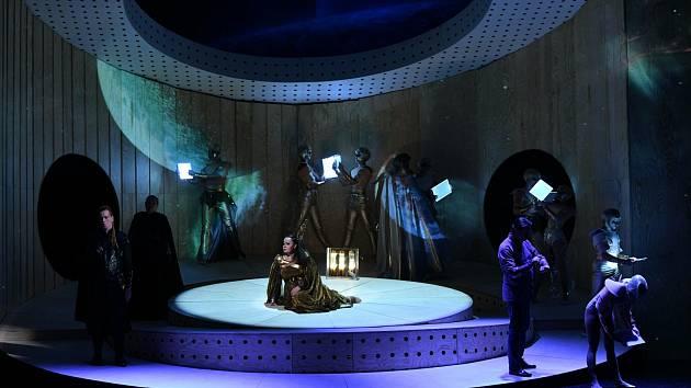 Foto z generálky na operu Tristan und Isolde.