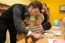 Dárky, které nashromáždili ve firmě Gold Media, udělaly dětem radost.