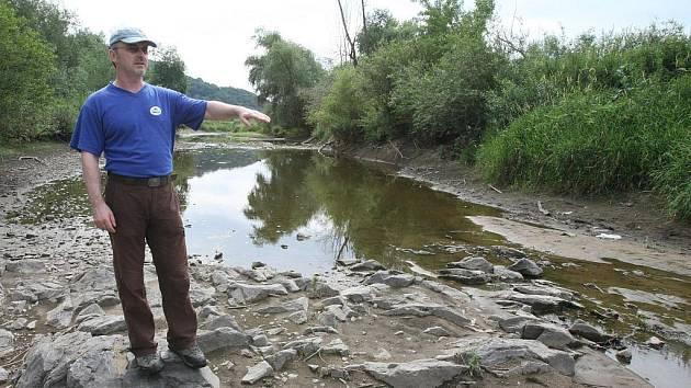 Návrh rejdařů vítají odpůrci stavby betonových jezů, například společnost Přátelé přírody, Na snímku ředitel společnosti Marian Páleník.