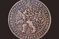 Jáchymovský tolar ze 16. století z období panování Ludvíka Jagellonského.