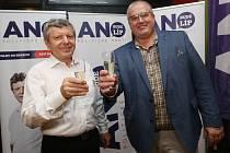 V kraji vyhrálo volby ANO, ale jestli bude mít hejtmana, není jisté. Lídr Petr Urbánek (vpravo) u prvních jednání nebyl