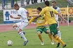 Ústečtí fotbalisté (bílí) doma porazili Sokolov 2:0.