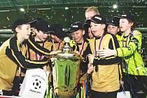 Mladí ústečtí fotbalisté se radují z překvapivého prvenství na Esprit Cupu.
