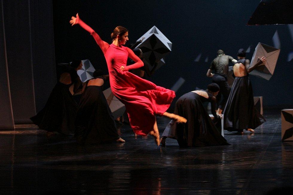 Vyvrcholením jarních zážitků se sólisty baletu Severočeského divadla bude v sobotu 17. dubna od 20.00 taneční inscenace slavného Ravelova Bolera v nastudování režisérů i choreografů Rity Pleškové a Vladimira Gončarova.