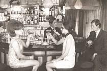 Oblíbeným místem Ústečanů k oslavám nového roku byl bar ve vinárně Družba.