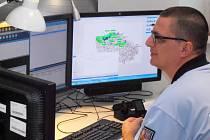 KRAJSKÉ OPERAČNÍ STŘEDISKO 24 hodin denně nepřetržitě monitoruje situaci.