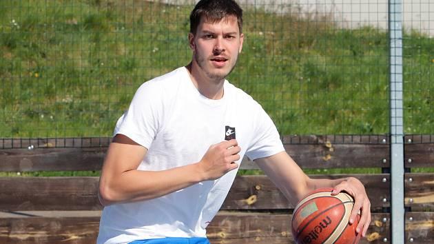 Basketbalisté se po karanténě vrátili k tréninku. Z haly ale museli ven. Dalibor Fait