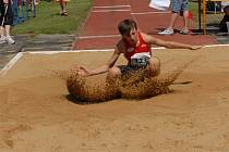 Po velkém boji vydoloval Michal Bednařík, člen USK VŠEM Ústí,  na závodech Světového dne atletiky mládeže ve skoku dalekém výkonem 583 cm stříbrnou medaili.