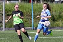 ČFL žen - Ústecké fotbalistky (modrobílé) podlehly soupeřkám ze Zlíchova (zelenočerné) 2:3, ale v tabulce ligy zůstaly šesté.