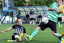 I. A třída 22. kolo - Mojžíř (černobílé dresy) zvítězil nad Bohušovicemi (zelenobílá trika) 3:0