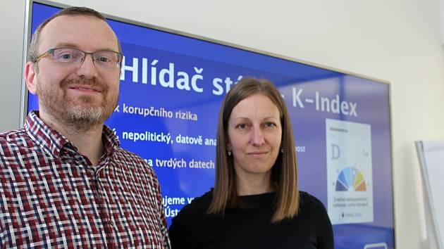 Hlídači státu Michal Bláha a Jana Bohuňková. Výsledky svého protikorupčního výzkumu chtějí dodat do krajských voleb