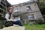 Ruina domu pod Větruší v Ústí nad Labem se částečně zřítila ve čtvrtek večer. Majitelé domu, ale nechtějí ruinu opustit a dožadují se vstupu do domu.