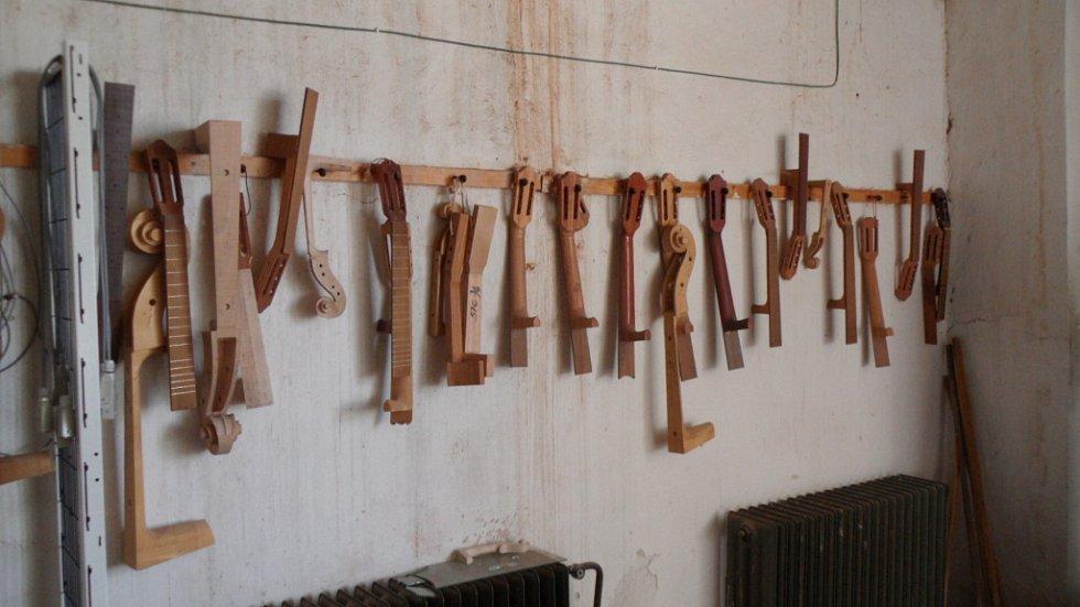 V malebném městečku Luby (dříve Schönbach) v západních Čechách se nachází sídlo společnosti Strunal CZ, která je největším výrobcem strunných hudebních nástrojů v Evropě.