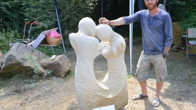 LUKÁŠ ŘEZNÍČEK, host Spolu se svou novou sochou Harmonie v Zubrnicích.