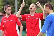 Fotbalisté Střekova (červení) doma porazili Šluknov 3:1.