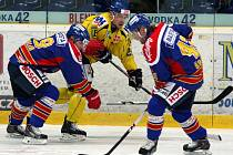 Ústečtí hokejisté (žlutí) doma porazili České Budějovice 2:1 po nájezdech.