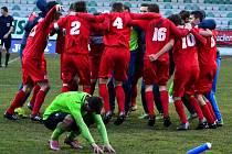 Ústečtí fotbalisté (červení) zvítězili v Mostě 1:0.
