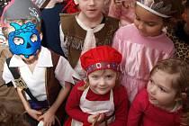 Děti z Mateřské školky Sluníčko si užily divadelní karneval.