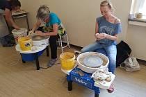 25 účastníků absolvovalo intenzivní keramický kurz.
