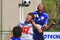 Útočník FK Ústí Bohumil Nádeníček (uprostřed) dva zápasy neskóroval. I proto Severočeši prohráli už dvakrát v řadě. Napraví svěřenci kouče Habance dojem v nedělním derby s Mostem?