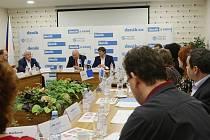 Setkání s hejtmanem Oldřichem Bubeníčkem. Diskuze na téma Turistická sezona v Ústeckém kraji.