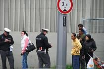 Chodci dostávali od dopravních policistů pokuty