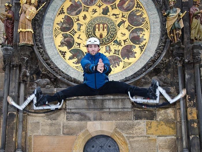 SK Bounce Clan prováděli Prahou na skákacíh botách