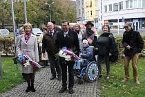 U pomníku Tomáše Garrigue Masaryka se v sobotu dopoledne sešlo dvanáct lidí.