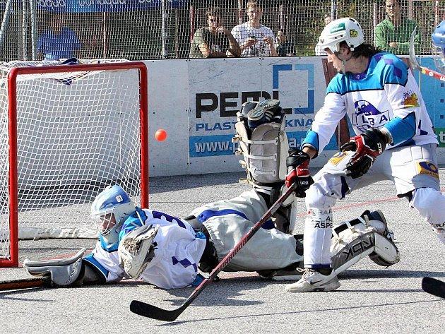 Ústečtí hokejbalisté doma nestačili na celek Kladna a podlehli mu 0:4.