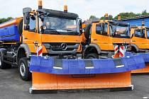 Správa a údržba silnic Ústeckého kraje dostala dárek, deset víceúčelových nákladních automobilů. Využívat je bude v létě i v zimě.