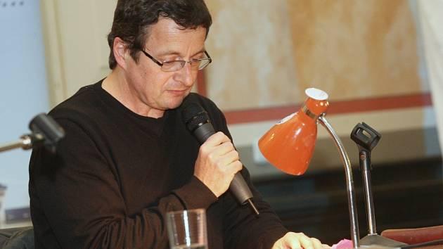 Necelý rok po nemoci Michal Viewegh vydal další knihu, znovu objíždí autorská čtení.