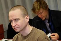 Podle obžaloby zastřelil Krnáč Housku loni 18. listopadu před domem v Chomutově.