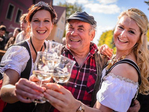 Na historicko romantické návsi vměstečku Radebeul-Altkötzschenbro-da se koná již 24.ročník Slavností vína a podzimu.