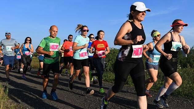 Olympijský běh u jezera Milada.