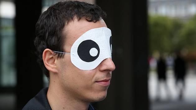 Zájemci si mohli v centru Ústí nad Labem vyzkoušet pocity nevidomých při pohybu ulicemi