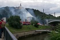 Hasiči bojují s požárem v ústecké Přístavní ulici