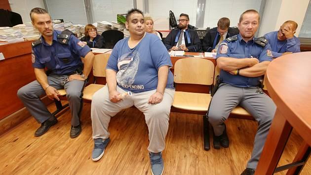 Gang údajných novodobých otrokářů u soudu v Ústí