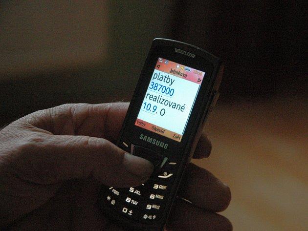 SMS chodí, peníze ale nemá.
