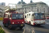 Problémy s křížením u Divadla zablokovaly trolejbusový provoz