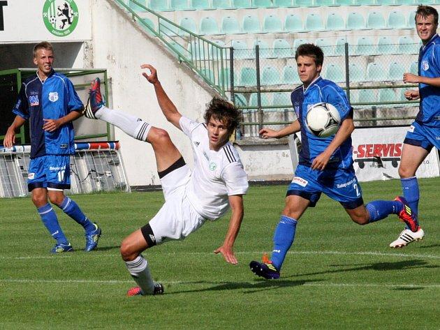 Ústečtí fotbalisté (modré dresy) zvítězili v Mostě 3:1.