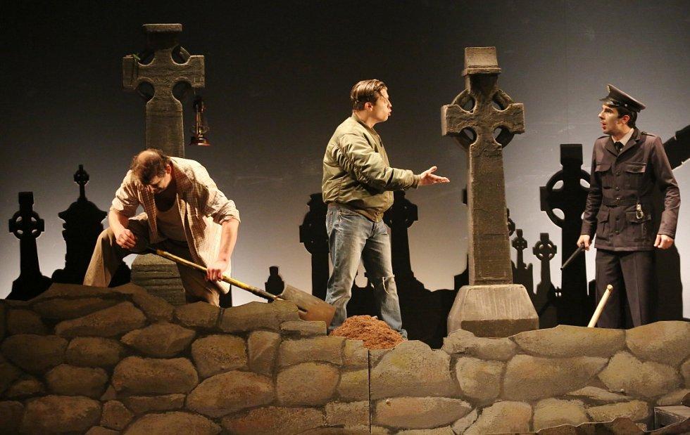 Lebka z Connemary britského dramatika Martina McDonagha.