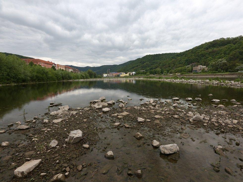V Labi je opět málo vody, hrozí sucho.